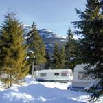Wohnwagen in Winterlandschaft